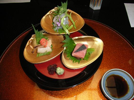 "Ichiitei : Three kinds of ""Sashimi"""