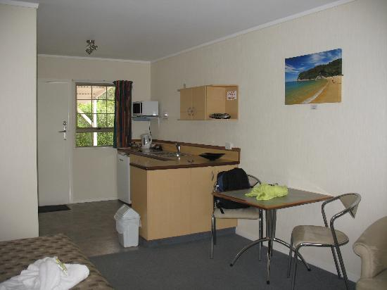 Equestrian Lodge Motel: View of the kitchenette