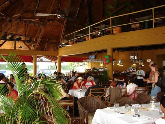 Morua Mai Restaurant: There`s a large covered terrace