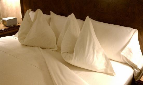 Royal Park Hotel: Comfy Bed