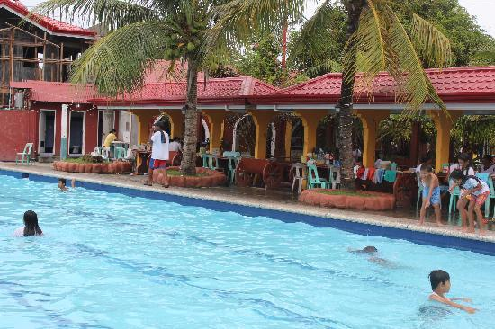 Calbayog City, Filipinas: Pool and Restaurant