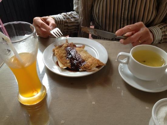 Jade Hotel: Jus de mangue, pancake chocolat banane