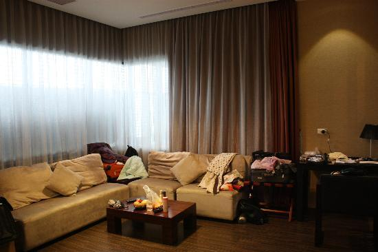 The Sun Hot Spring Resort: the living room
