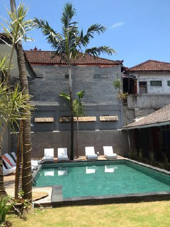 Kayun Hostel: the pool