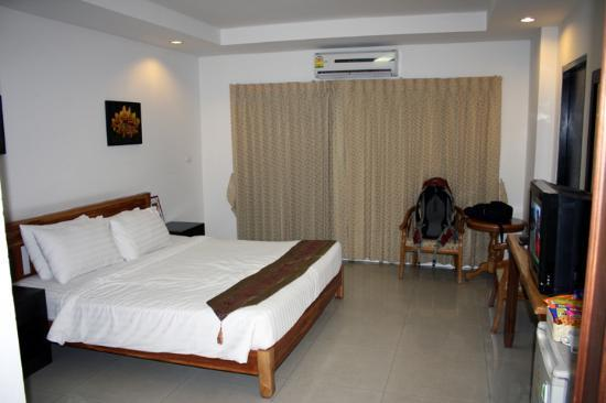 Sinsuvarn Airport Suite: The room