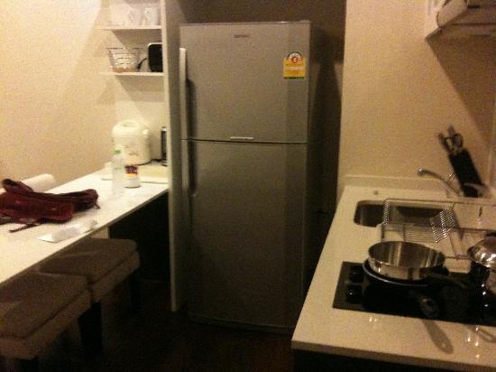 Ariva Ivy Servizio Thonglor: kitchen