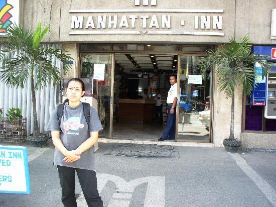 Manhattan Inn: The main entrance to the hotel