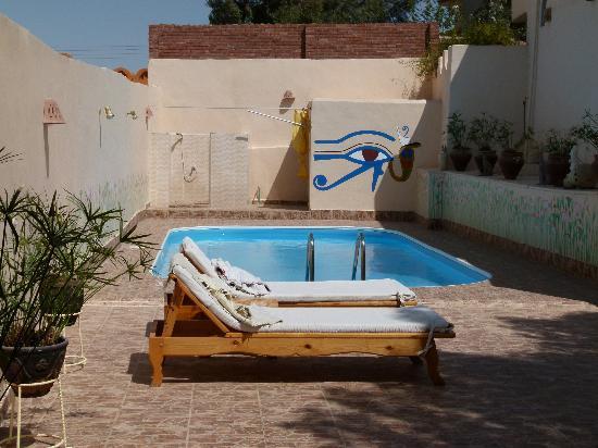 Desert Paradise Lodge: The swimming pool
