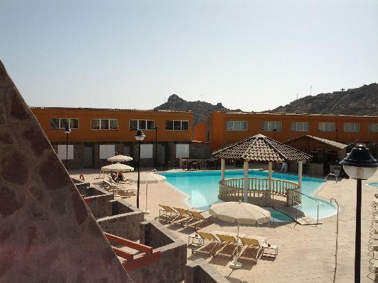Atlantic Sands: Pool area