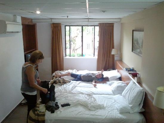 Beach Hotel: room