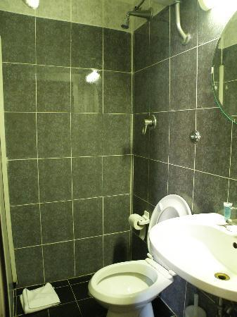 Hotel Fawlty Towers: Take a shower while sitting on toilet