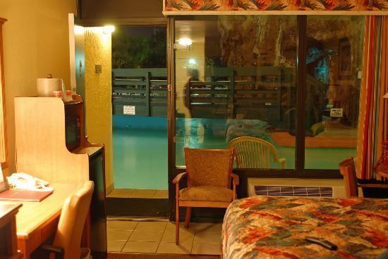 Ramada Plaza Fort Walton Beach Resort/Destin : Room inside