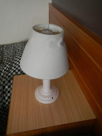 Country Comfort Armidale: Crumpled lamp shade