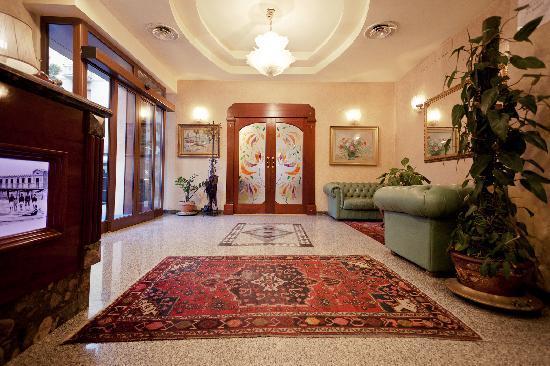 Ambra Palace: Hall