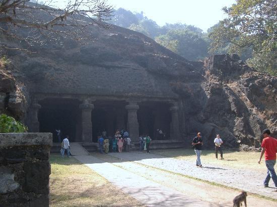 Elephanta Caves: 石窟群前