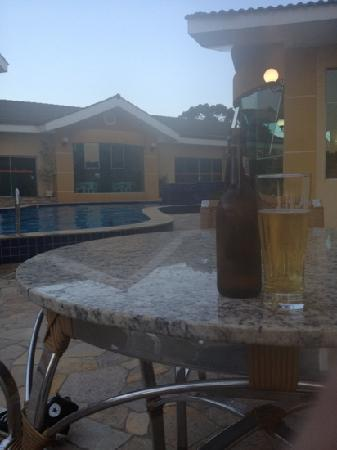 Barbur Plaza Hotel: poolside with a cold one