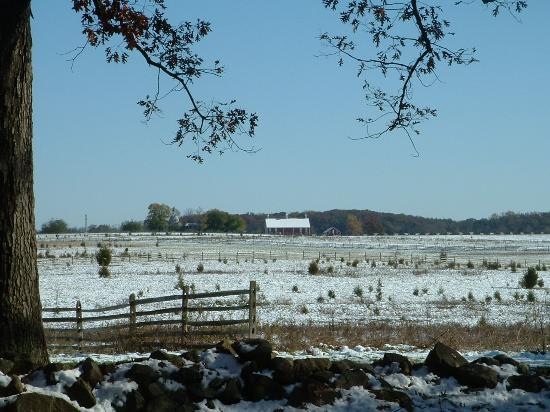 Quality Inn Gettysburg Battlefield: dusting of snow on the fields