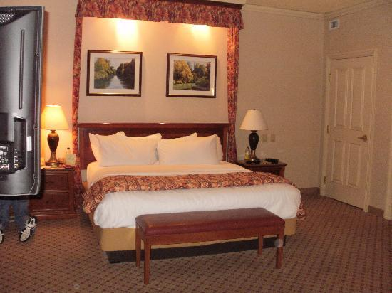 Harrah's North Kansas City: King size bed, very comfy
