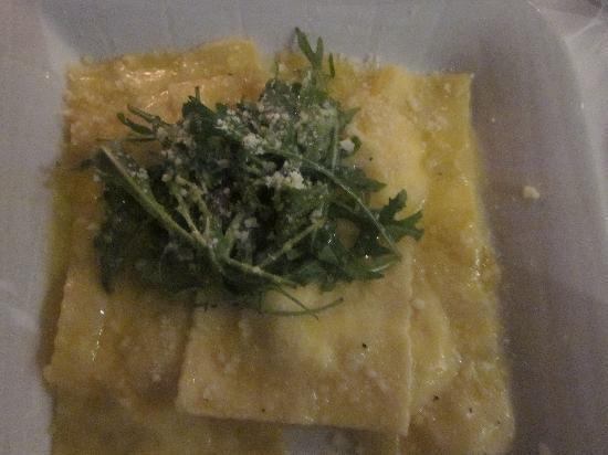 Ruffino Ristorante Italiano: Homemade Ravioli with truffle oil