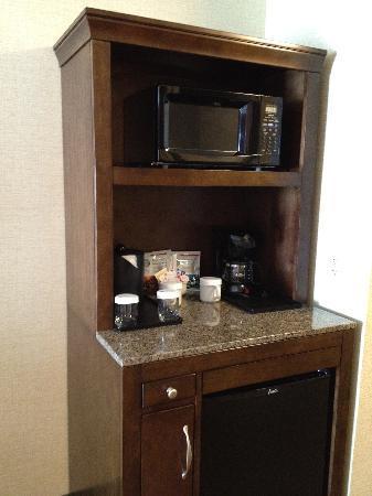 Hilton Garden Inn Arlington Courthouse Plaza: Refrigerator, Coffee maker, microwave