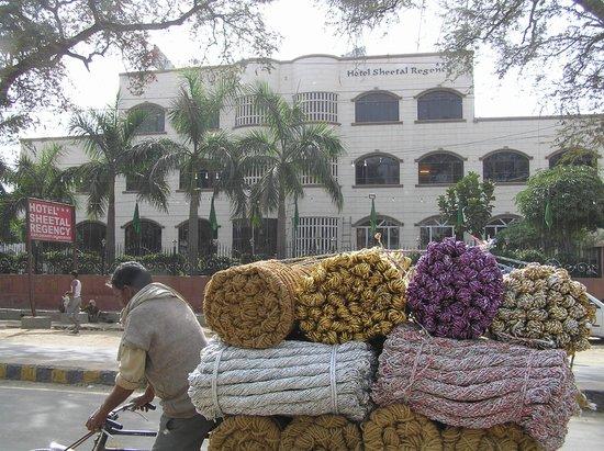 Sheetal Regency Hotel: The front of the Hotel Sheetal Regency