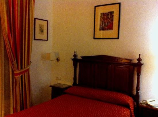 Hotel Los Olivos: Room
