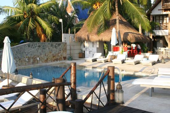 Karmairi Hotel Spa: Piscina y hotel