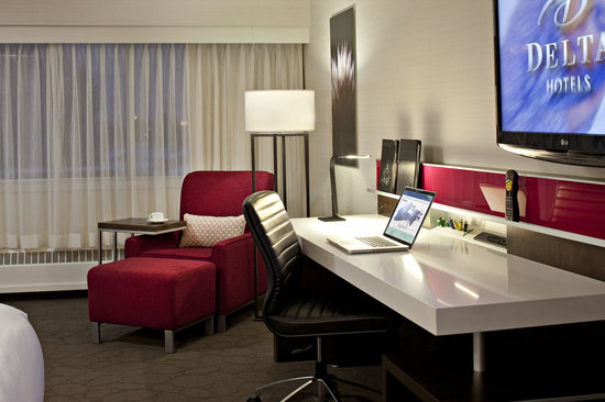 Delta Calgary South Hotel: ModeClub - Smart Desk