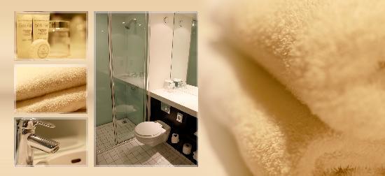 Hotel 53: Bathroom