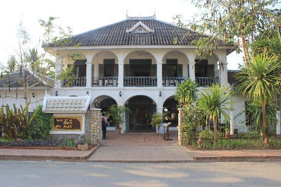 Villa Santi Hotel Entrance