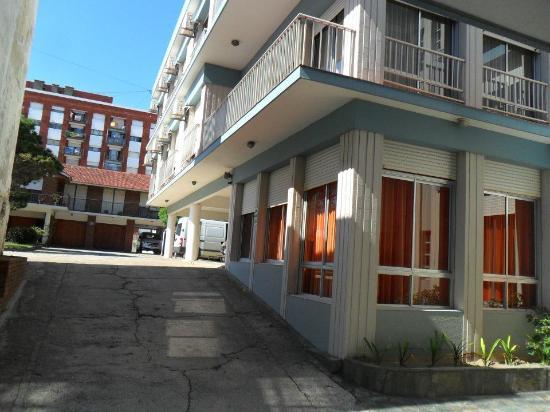 Hotel Altair: Vista del estacionamiento