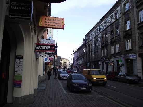 Abella Guest Rooms : Looking up the other way away from the market square, excellent open air market up this road.