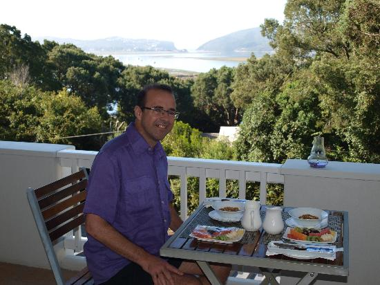 South Villa Guest House: Breakfast on the balcony