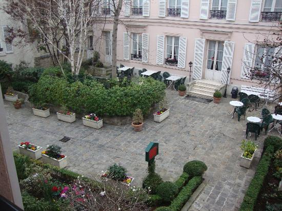 Hotel des Grandes Ecoles: Courtyard View from our room