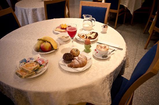 Ambra Palace: Restaurant - Breakfast