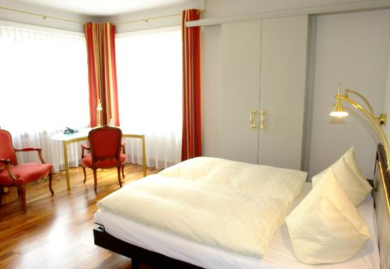 Hotel Sunnehus: Zimmer mit Grand lit / room with grand lit