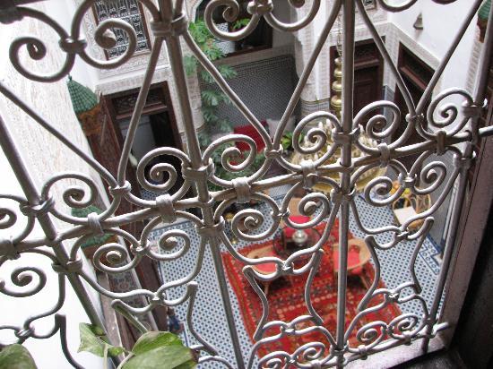 Riad Dar Cordoba: Looking down over the balcony