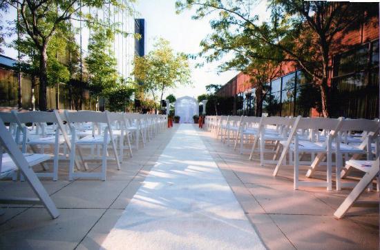 Hilton Greenville: Courtyard Ceremonies