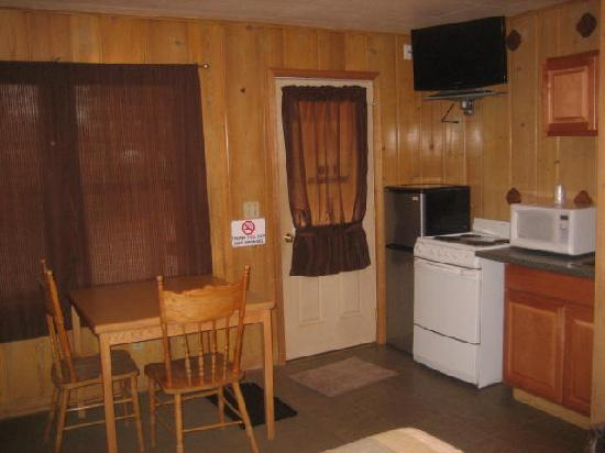 Lake Creek Inn: Kitchenettes at no extra charge!