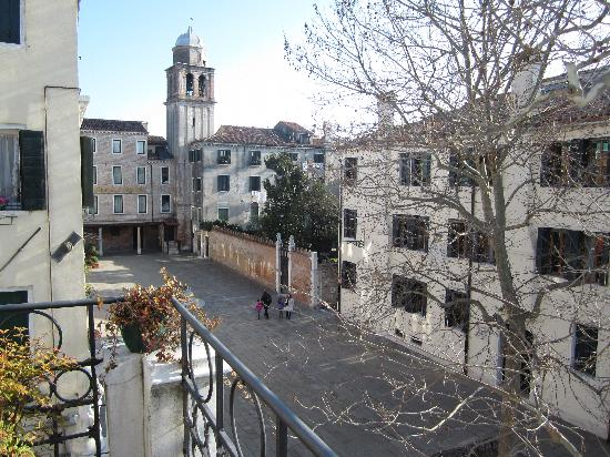 Hotel Canal Grande: view of square from terrace