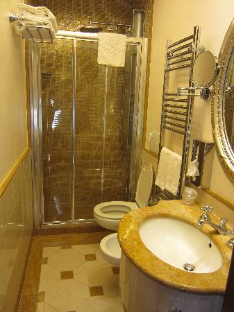 Hotel Canal Grande: bathroom