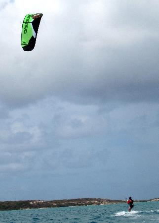 40Knots Kitesurfing & Windsurfing School Antigua: 3 days to successful kitesurfing!