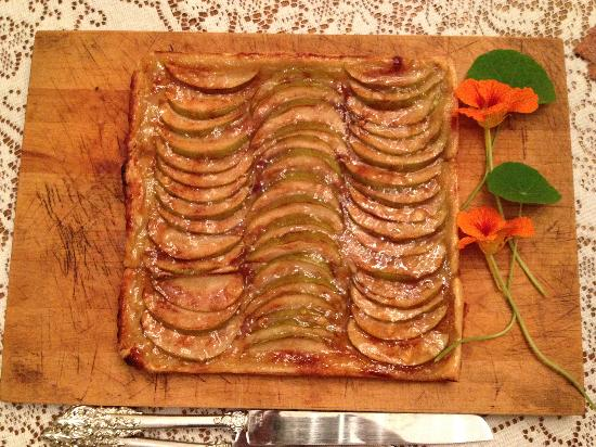 Antebellum Guest House: Apple Torte