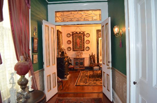 Antebellum Guest House: Entry into Dining Room