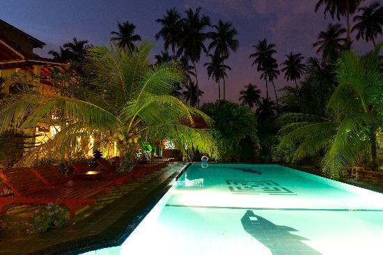 Hotel Bentota Village: Hotel nachts