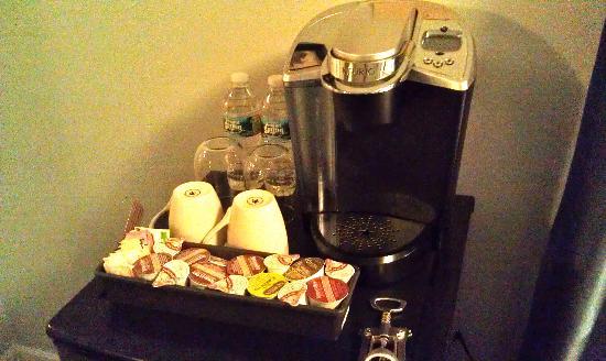 أيل هاوس إن: coffee maker