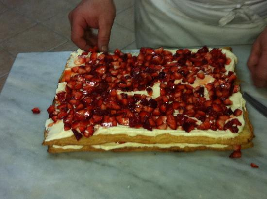 Mami Camilla Cooking School : Pastry dough w/ custard and strawberry filling and glazed with hazelnuts
