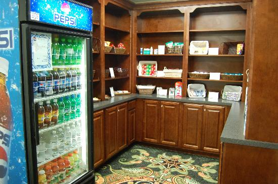 Hilton Greenville: Snacks and Knick Knacks