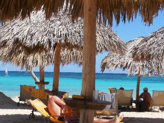 Iberostar Grand Hotel Bavaro: Cool washcloths served by the ocean
