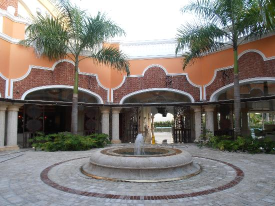 Iberostar Grand Hotel Bavaro: The courtyard